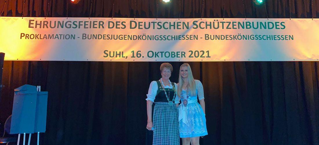 Gertraud Höppe und Ellena Merl beim Bundeskönigsschießen